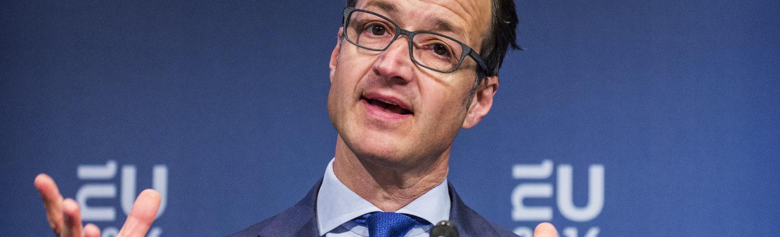 Minister Wiebes zet aanval op gezin in: alle moeders voltijds aan de slag